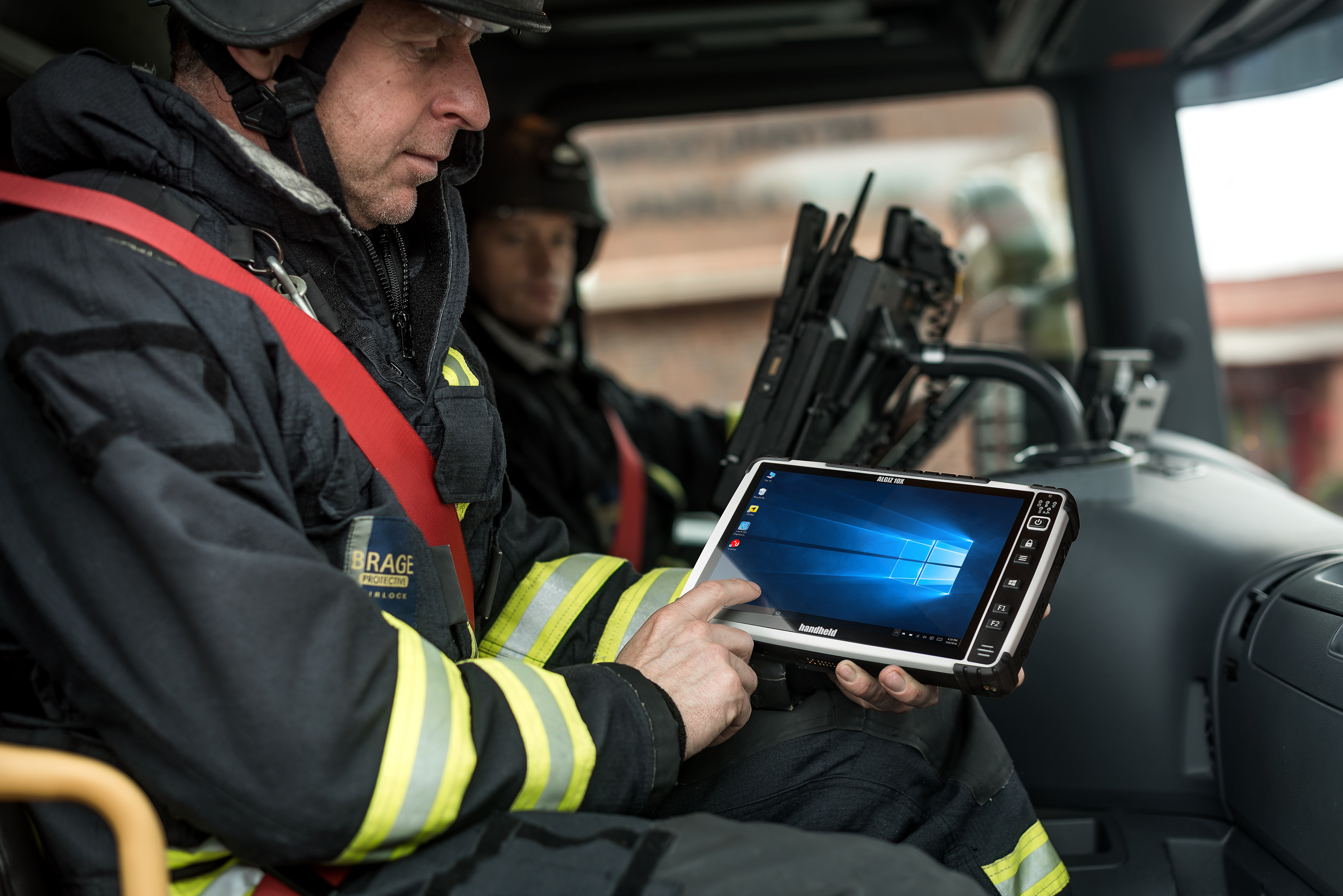 ALGIZ-10X-rugged-tablet-navigation-windows-10-PCAP.jpg