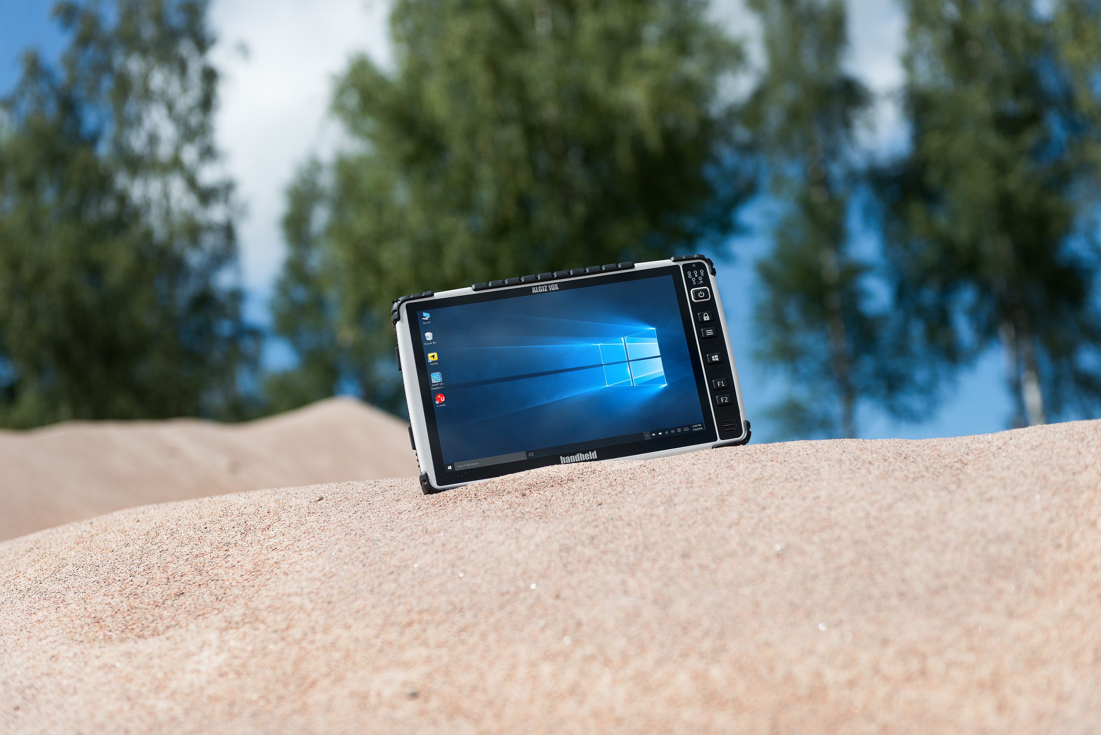 Algiz-10X-capacitive-rugged-tablet-screen.jpg