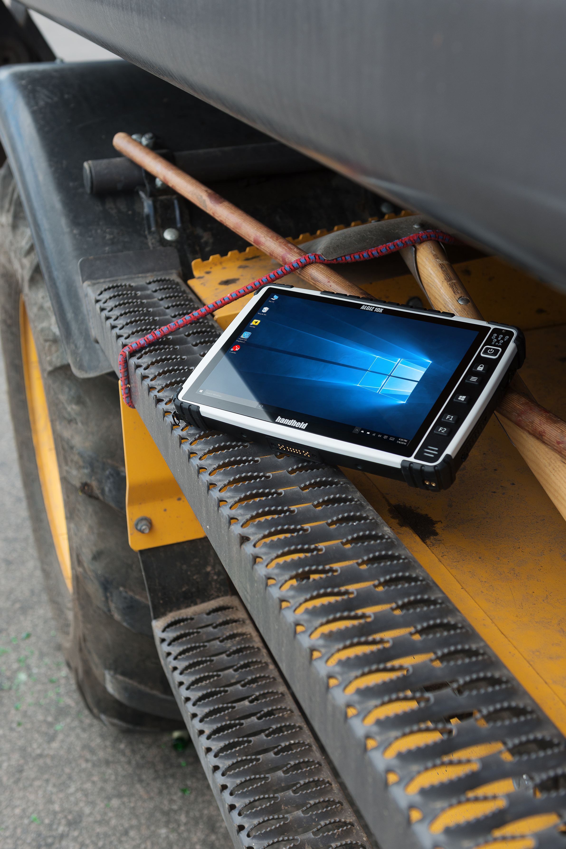 Algiz-10X-rugged-capacitive-tablet-Handheld.jpg