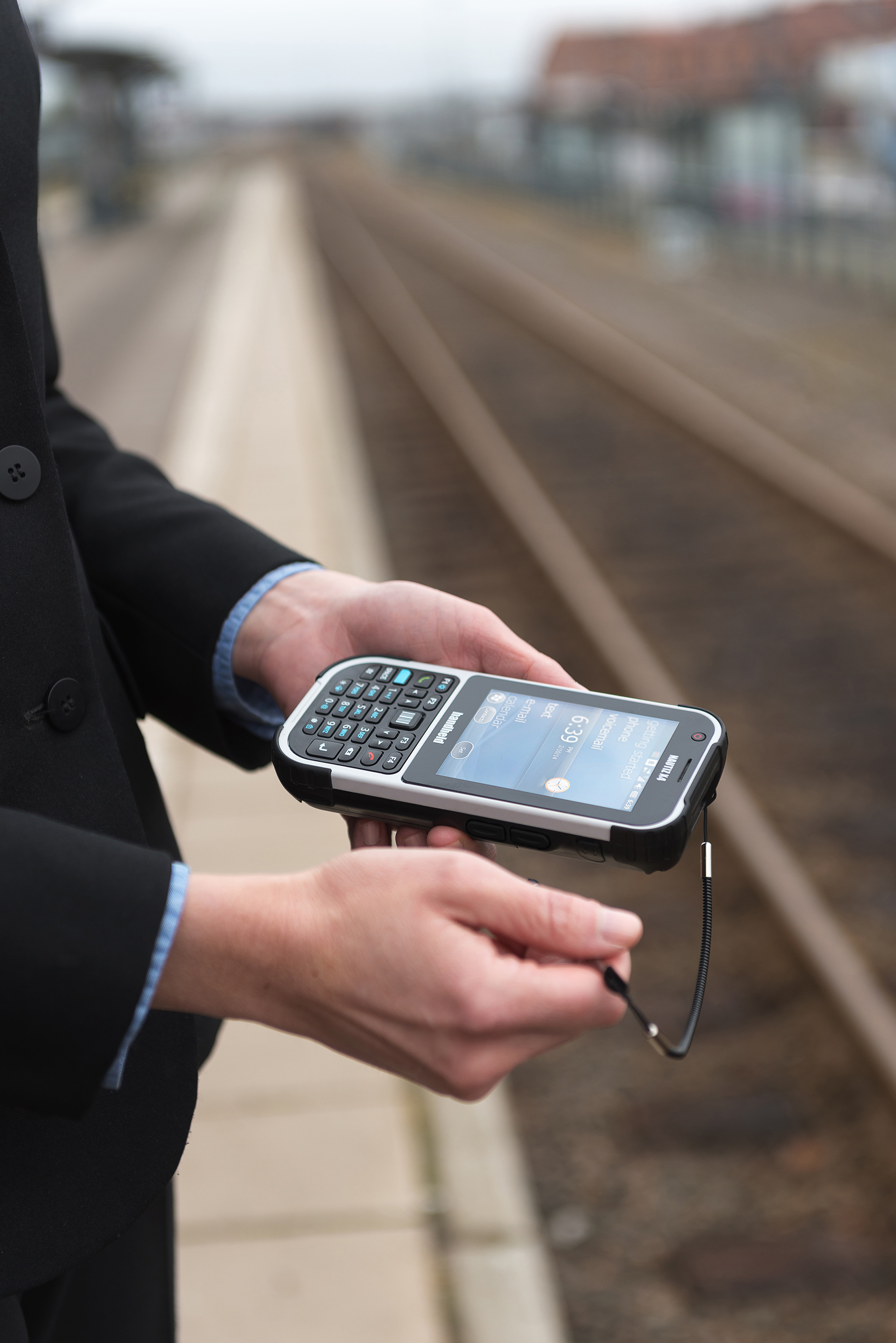 Nautiz-eTicket-Pro-II-rugged-IP65-trainstation-public-transport.jpg